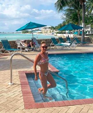 Lexie Kelly, Alex Meyer Go 2-for-2 In Flowers Sea Swim